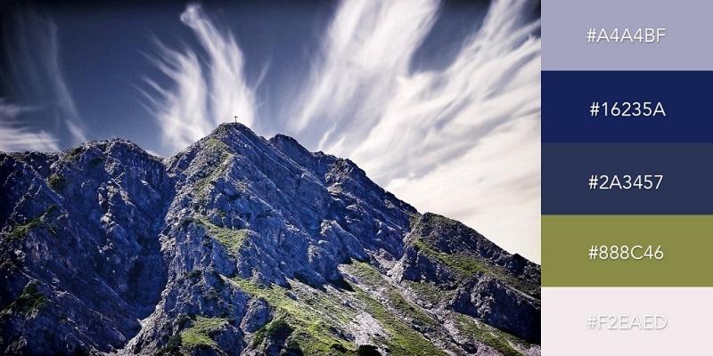 پالت رنگی قله ها و ابرهای آبی